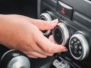 ¿Por qué no funciona el aire acondicionado de mi coche?