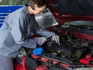 Antes de comprar un coche: ¿cuáles son las marcas más caras de reparar?